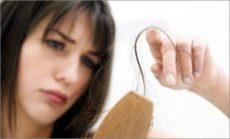 Сильно сыпятся волосы у женщин — причины и помощь