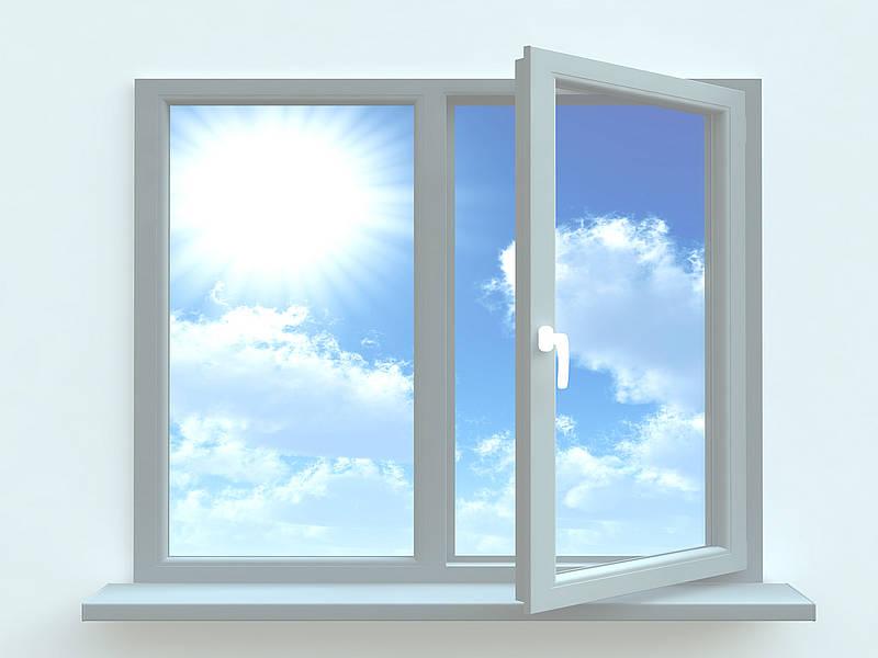 Как ухаживать за пластиковыми окнами летом?